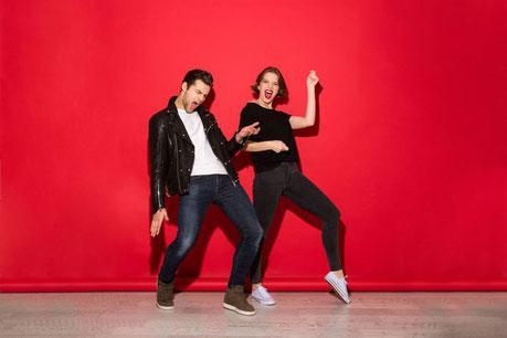 Couple dansant le rock and roll